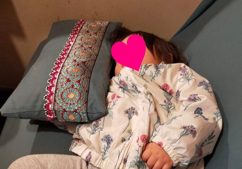 爆睡する娘